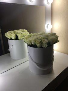 21 роза в шляпной коробе